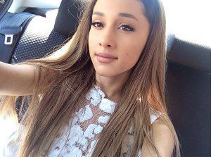 ariana-grande-car-selfie